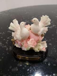 Love birds figurine