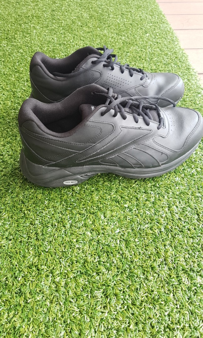 Black Reebok track shoes 54cceeb9c