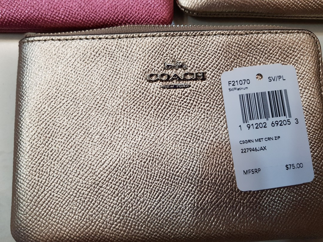 2ef188642591 Coach Wristlet Brand New fr USA