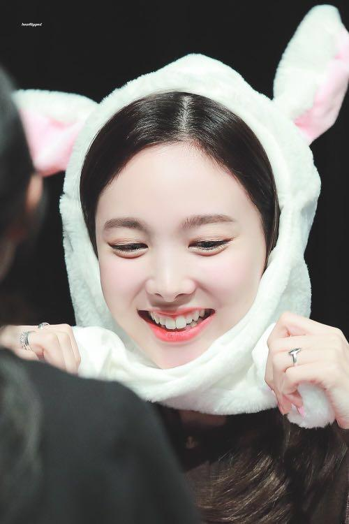 NAYEON MOVING BUNNY EARS HAT