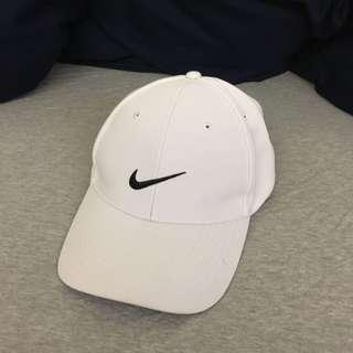 🚚 Nike 白色棒球帽
