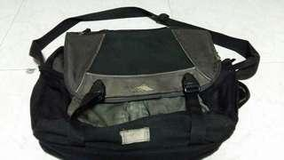 Black & grey Messenger slingbag