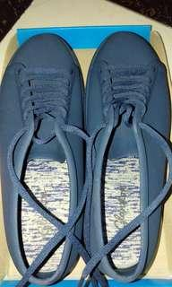Sepatu jelly warna navy