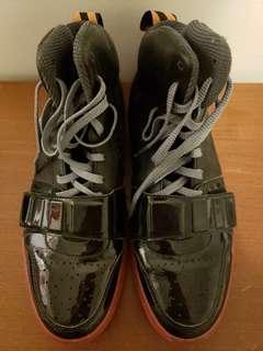 NIKE Mens sz 9 Black Sneakers