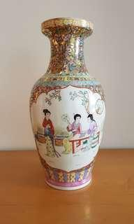 Chinese Fine Porcelain Hand-painted Vase