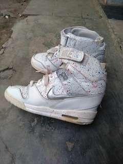 Sepatu nike air revolution sky high Original size 40