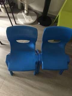 兒童椅子兩張