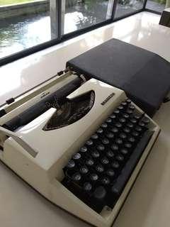 Adler Tippa S typewriter