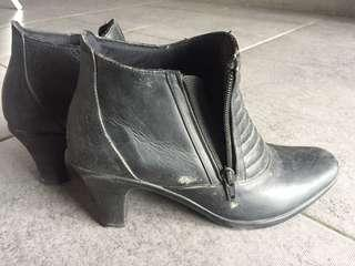 Kelly angel boots