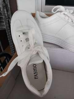 missa sneakers size 38