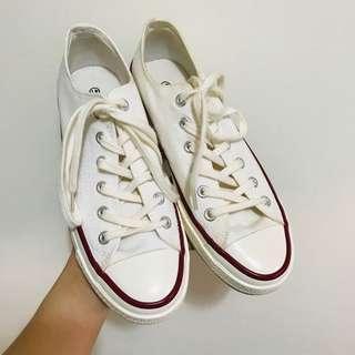 🚚 White/ cream canvas sneakers