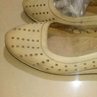 Hush Puppies slip on for women shoes size 40.