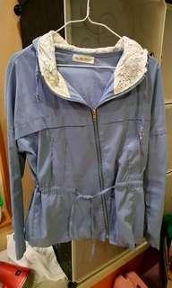 只有一件水藍絨連帽鎖腰薄外套要買要快 #一百均價