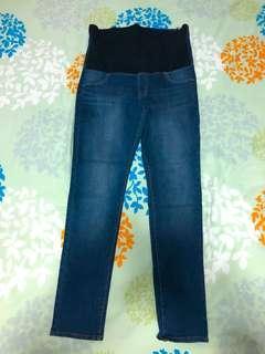 2 XL Uniqlo Maternity Pants (1 black & 1 blue)