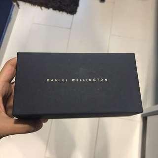 Daniel Wellington (DW) box watch
