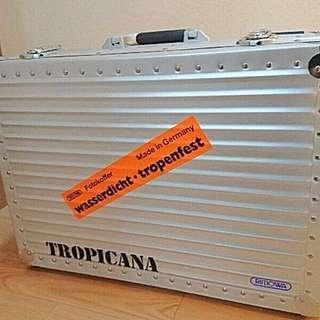New Rimowa Tropicana. The Best Hard Case for Camera