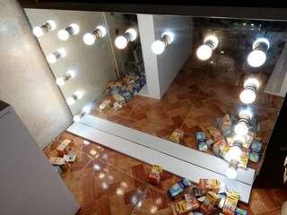 Frameless hollywood vanity mirror