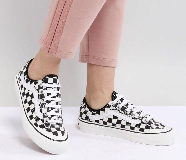 3cc690d434 VANS checkerboard shoes
