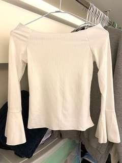 白色平口長袖上衣