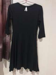 dress hitam polos lengan panjang