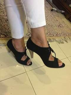 Vincci heels with shoelace