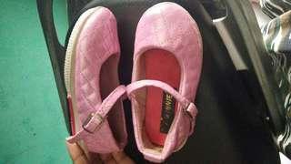 Sepatu murah pink