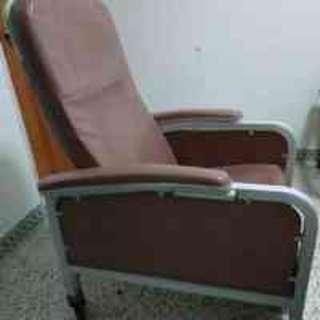 Chair on roller wheels-with arm rest - hospital type