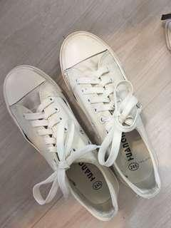 Sneakers size 24.5