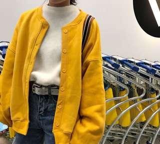 黃色鈕扣外套