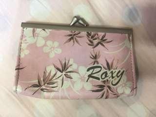 Roxy粉紅色散字包 $25包郵