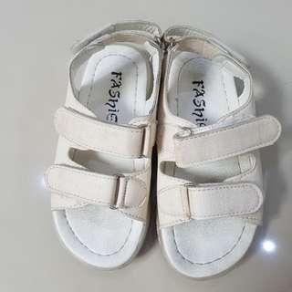 Sepatu sandal white