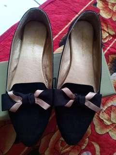 Flatshoes black Yongki komaladi