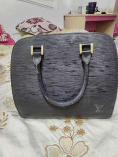 Loius vuitton handbag