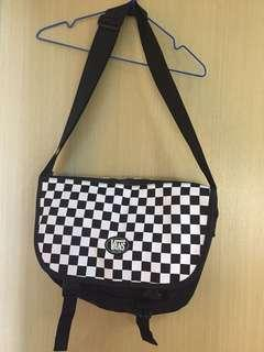 Vans checkerboard cross body bag backpack 范斯黑白斜背包