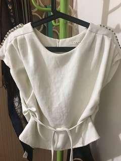 🚚 米白設計感上衣