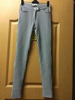 🚚 線條貼身褲