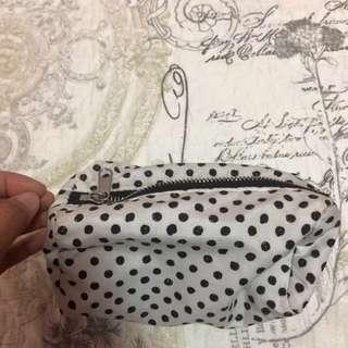 Polka dots pouch