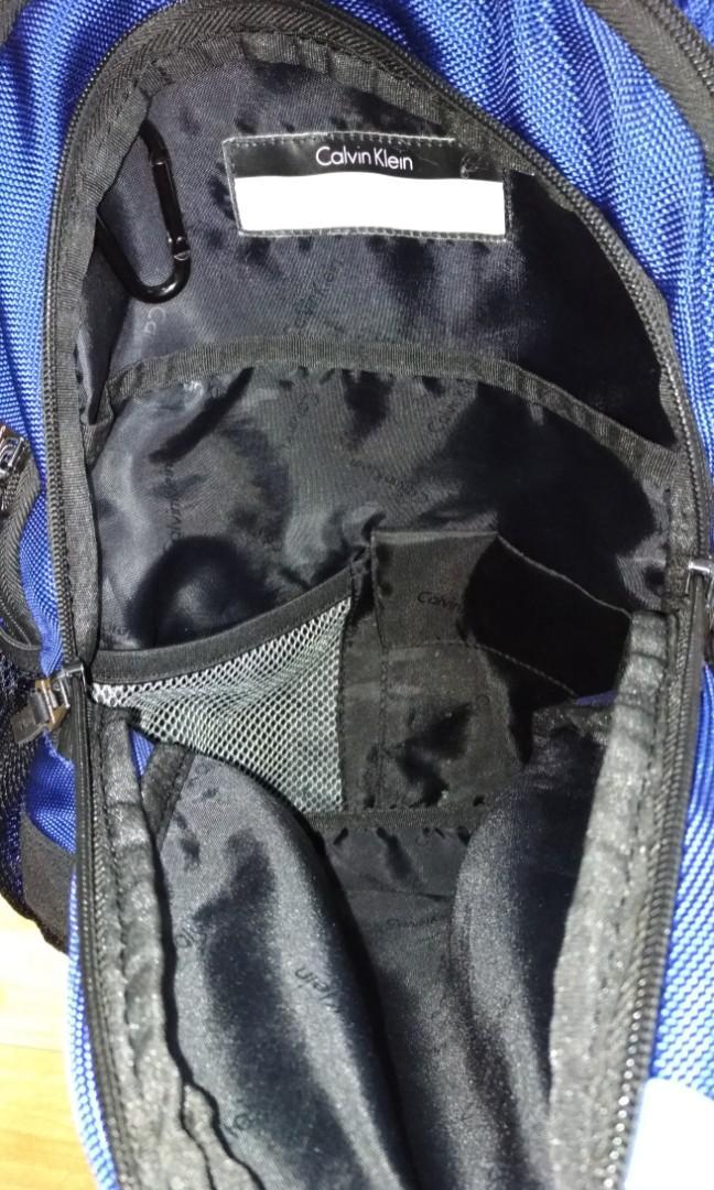 不議價,100元不含運費,美國買的CK電腦後背包,注意有破損,隨便賣
