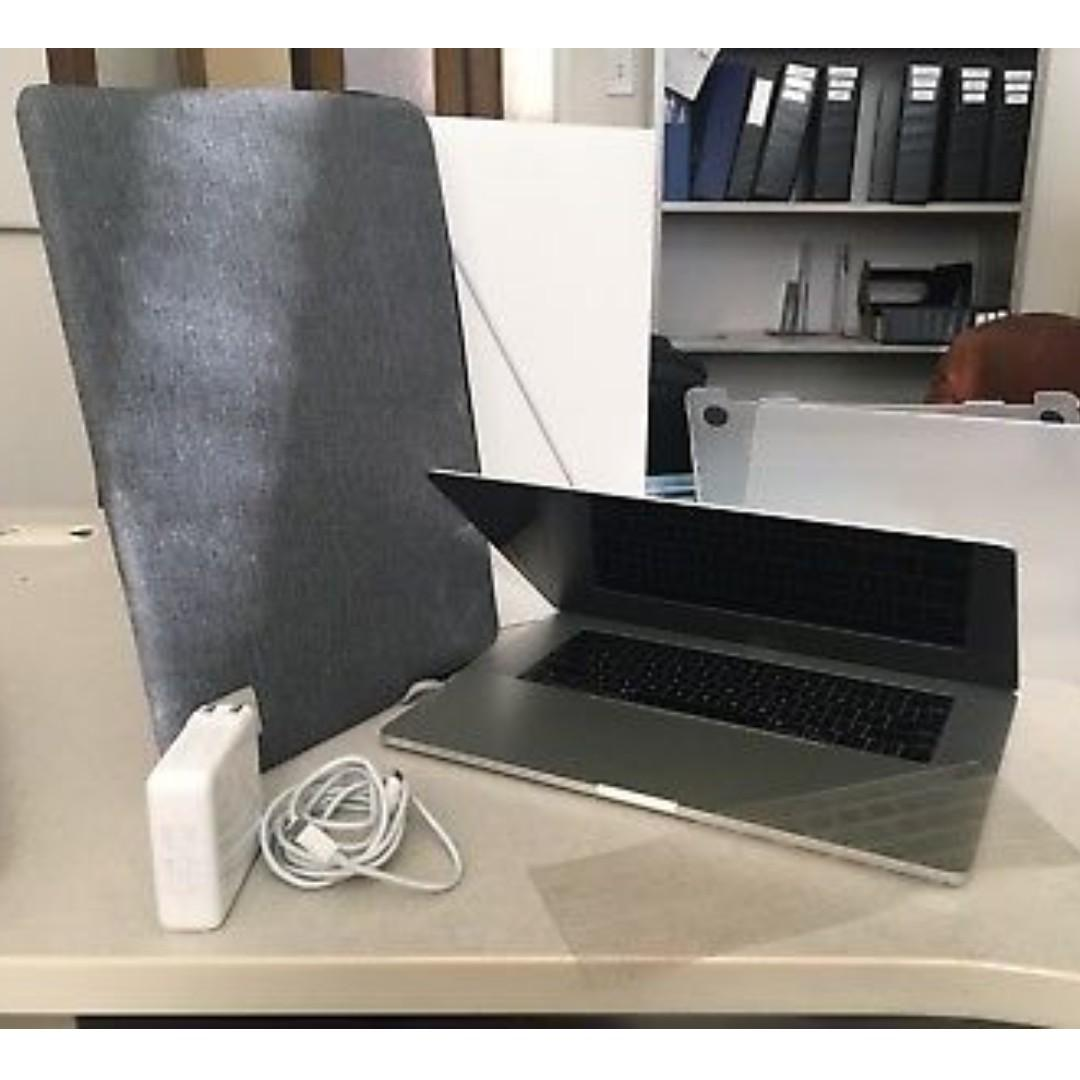 """2018 MacBook pro 15"""" 32GB , 2.9GHz i9, 512GB(with 3m skin cover installed)"""