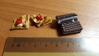 Miniature Food (Crepe and Chocolate wafer)