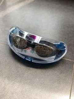[Brand New!] Swimming goggles with UV shield and anti-fog