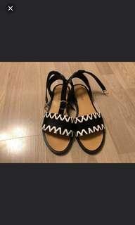 🚚 Flat sandals size 38