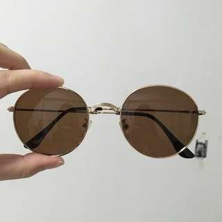 Foldable brown aviator sunglasses