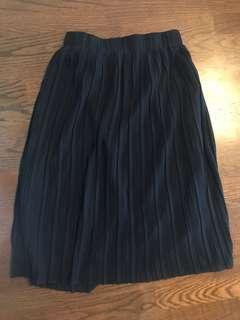 Zara crepe pleated size medium skirt, navy