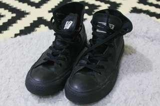 Convers all black boots