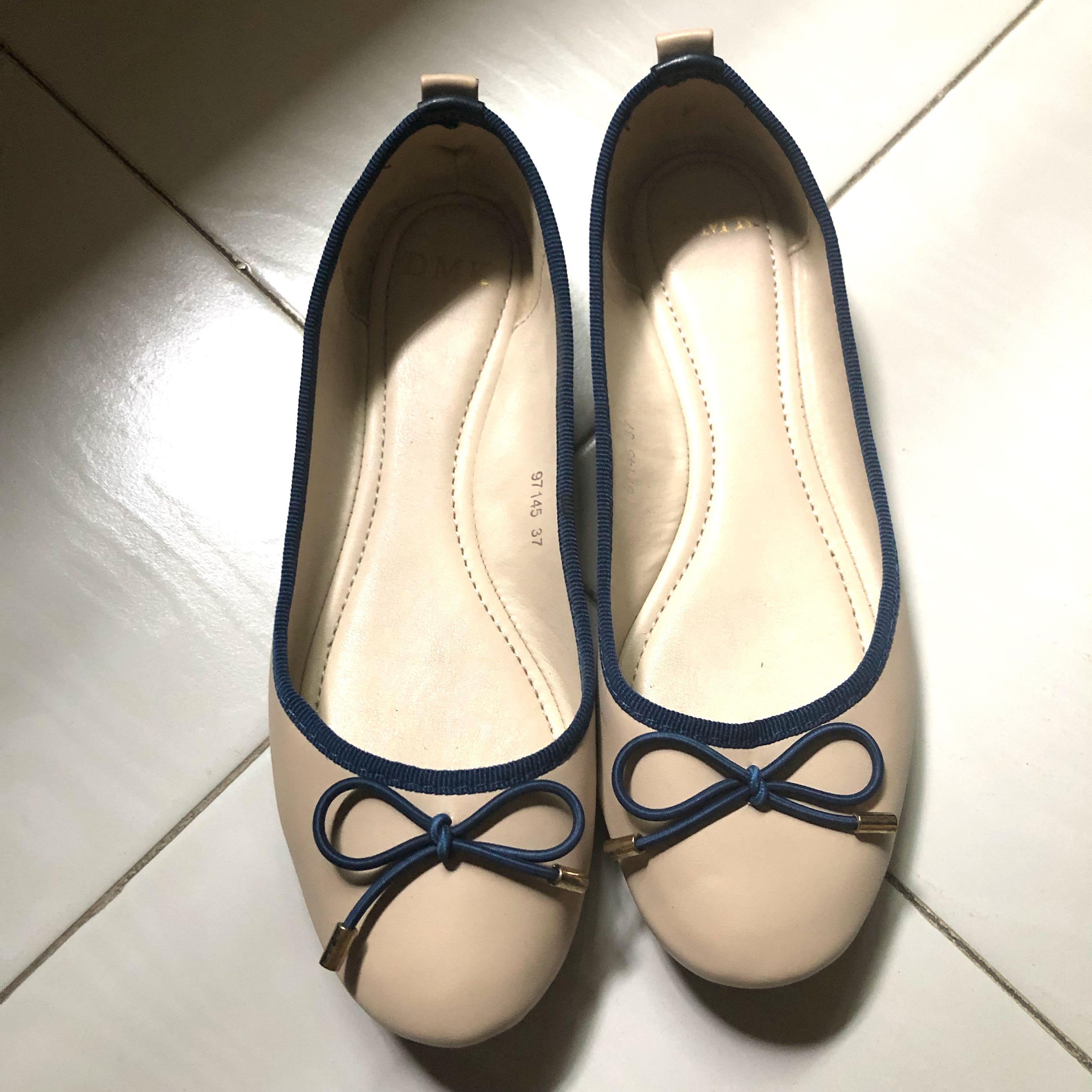 a515c9f841dfae Home · Women s Fashion · Shoes · Flats   Sandals. photo photo photo