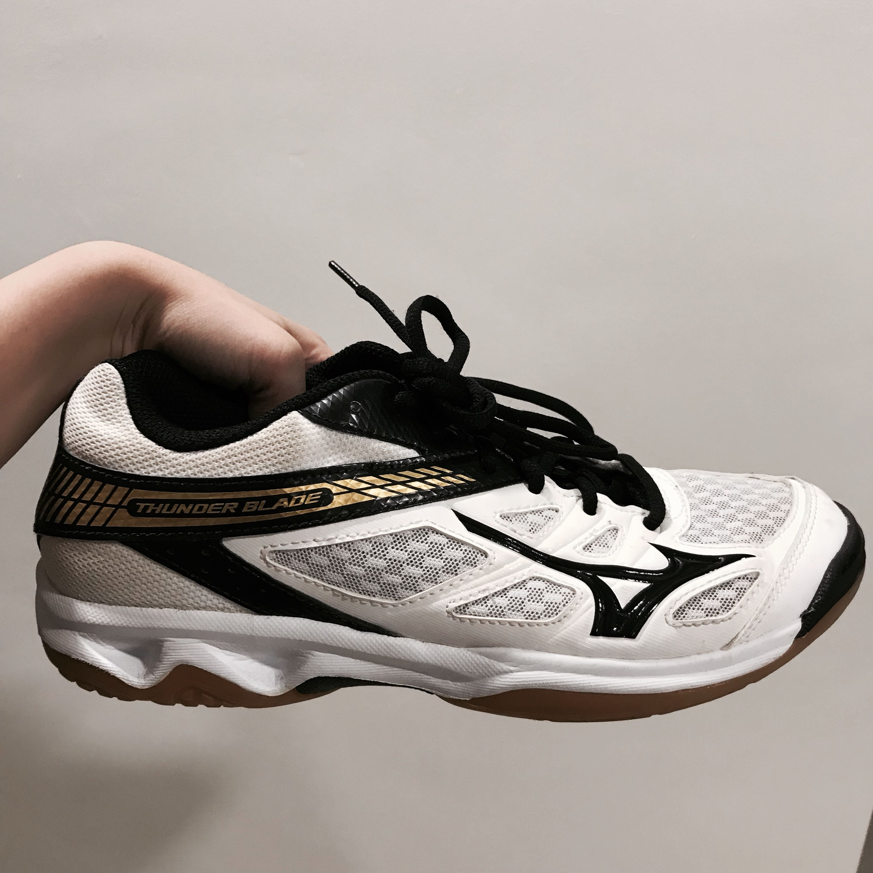 get cheap 7a3df 1ba08 Mizuno volleyball shoes, Sports, Sports Apparel on Carousell