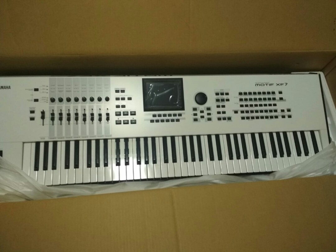 MOTIF XF Limited edition white, Music & Media, Music