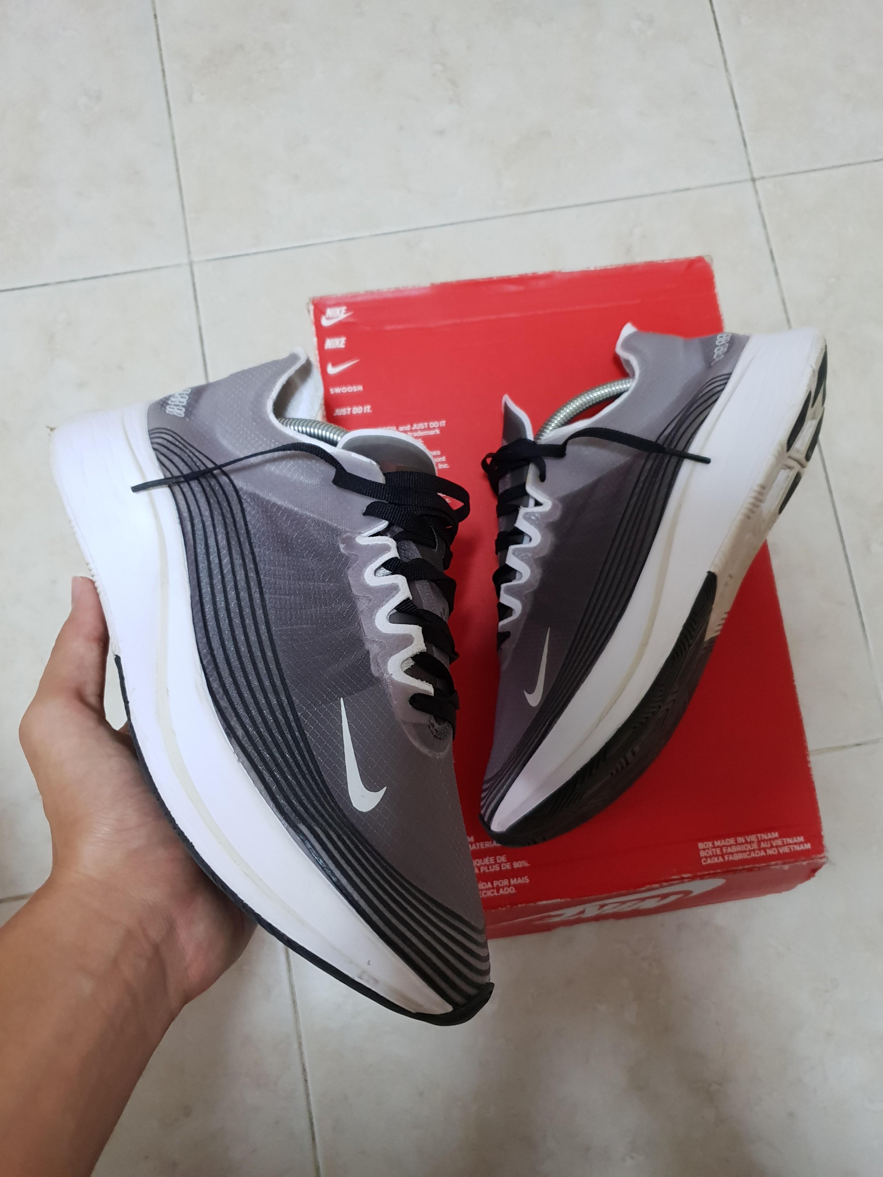 STEAL!  9 10 US10 Nike Zoom Fly SP  Light bone Black  3c52a30cec0