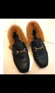🚚 買就送Kiehl's小禮盒(護唇膏+經典潤膚乳 )毛毛黑穆特鞋 38號